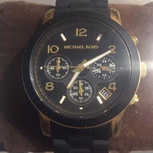 Mk5191 Runway Gold & Black Rubber Chronograph